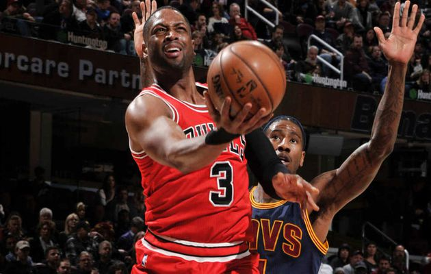 Dwayne Wade on fire et Jimmy Butler en triple-double font tomber Cleveland privé de LeBron James