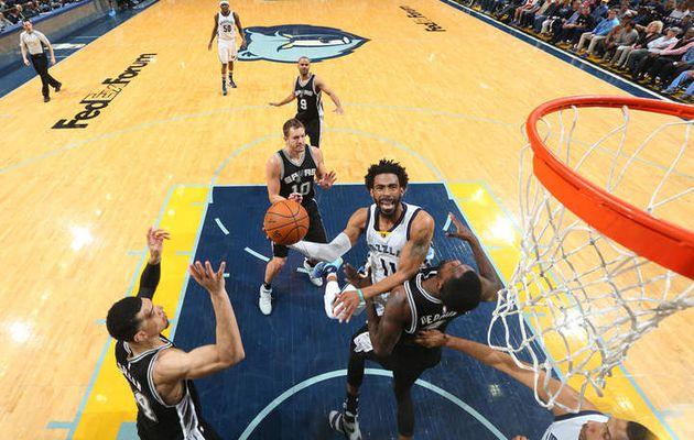 Memphis signe une 4e victoire consécutive face aux Spurs