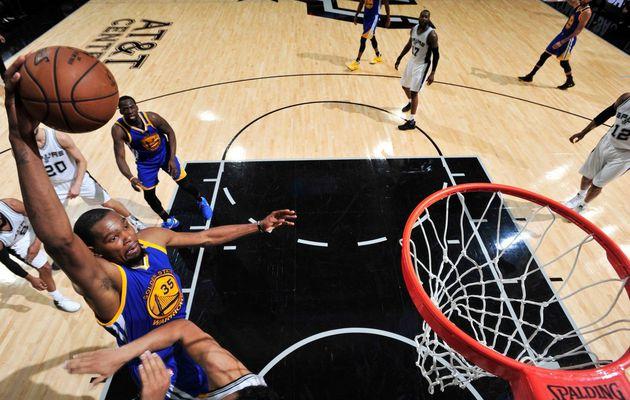 Les Warriors assomment les Spurs et sont à une victoire des Finales NBA (3-0)