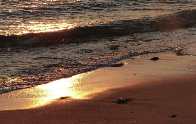 Reflets de coucher sur la plage du tanchet aux Sables d'olonne