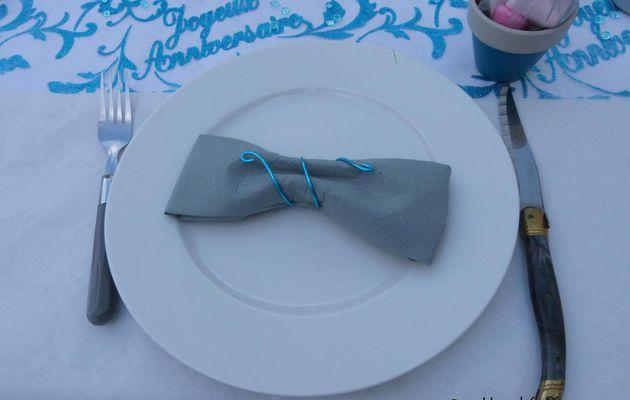 Pliage de serviette forme noeud papillon et sa torsade en fil alu...