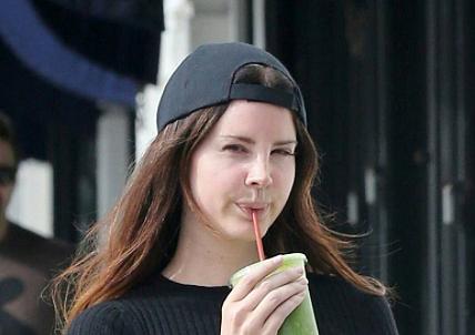 Lana Del Rey aperçue à Hollywood (26/04/2017)