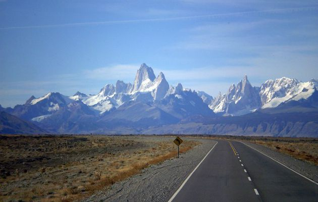 Alquilar un auto para viajar y recorrer el mundo