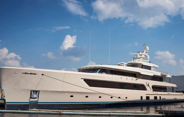 The ultimate diving buddy: Feadship Samaya ready to explore the world's oceans
