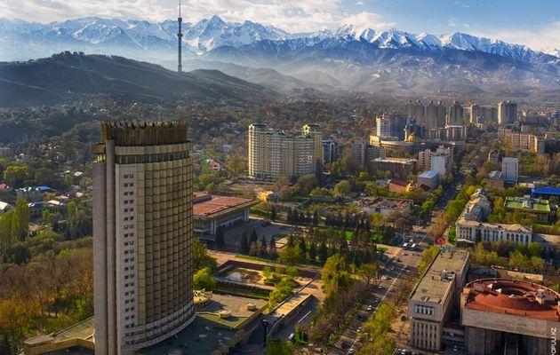 A Almaty, on croise les doigts pour nos visas