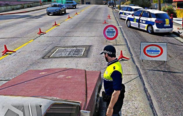 Cárcel para un motorista que se sacó los genitales y le dijo a un policía 'sople aquí'