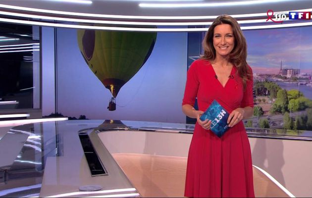 Anne-Claire Coudray JT 13H TF1 le 26.03.2017