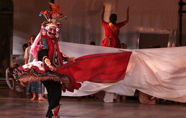 Une chambre en Inde. Un voyage immobile qui a pour noms Humanité et amour du théâtre.