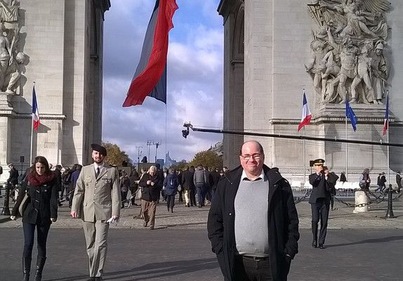 a)  11 novembre 2016 moi à Paris devant l'arc de triomphe à la fin de la commémoration voir mes 3 vidéos sur mon compte youtube au nom de Daniel de la BAROLLIERE