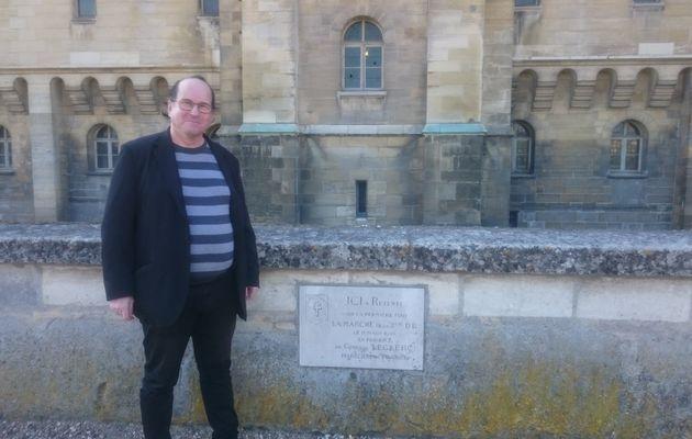 Moi à SAINT-GERMAIN-EN-LAYE a côté de la PLAQUE ou a été interprété pour la 1 ère FOIS l'hymne de la 2 ème DB le 11 MARS 1945 en la présence du GÉNÉRAL PHILIPPE LECLERC de HAUTECLOQUE.