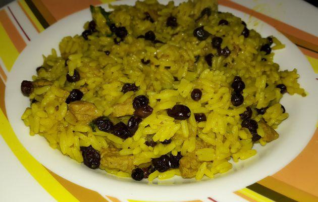 Poulet et riz pilaf aux raisins et aux épices