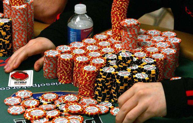 Perbedaan Warna Chip Pada Permainan Poker Online