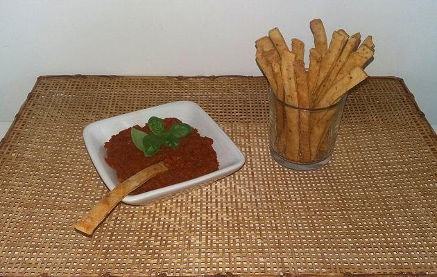 Gressin paprika-basilic avec tapenade aux tomates séchées