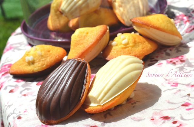 Madeleines à la vanille sur coque en chocolat.