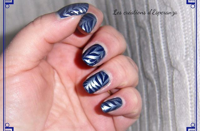 Nail Art effet water marble monochrome