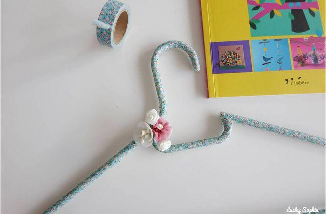Cintre fleuri décoré au masking tape 🌸