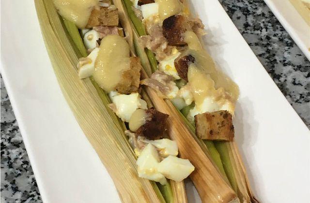 Poireaux cuits au four, oeufs mollets, croutons, vinaigrette