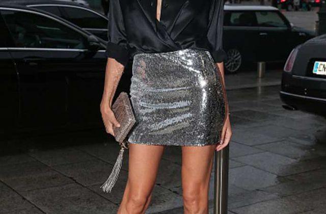 Natasha Poly - Mini-jupe lamée et chemise en soie pour le Nouvel An !