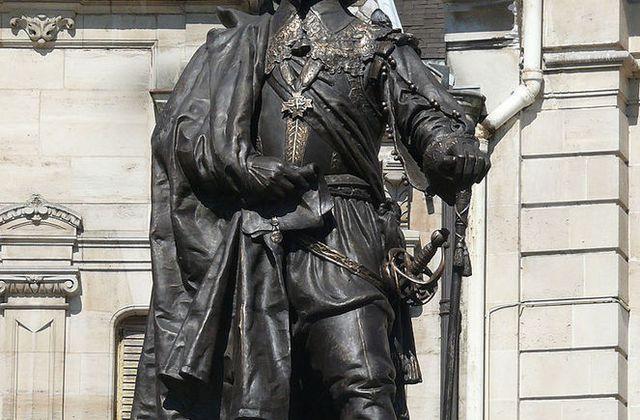 Charles de Gonzague : Fondateur de Charleville , un prince entre la France et l'Italie .