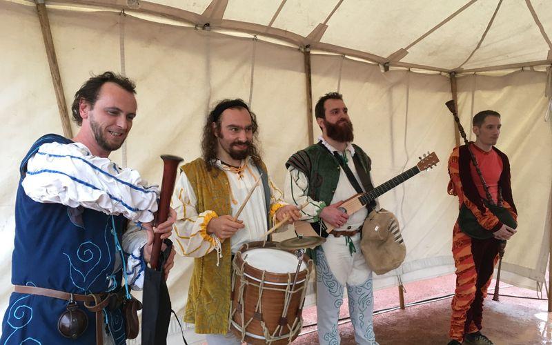 Musiciens et artistes de la compgnie Entr'acte : 30° aniversaire des Pennons de Lyon