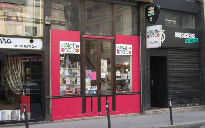 Rose se rend à la librairie Violette and Co - PAROLES D'ENGAGÉS E05