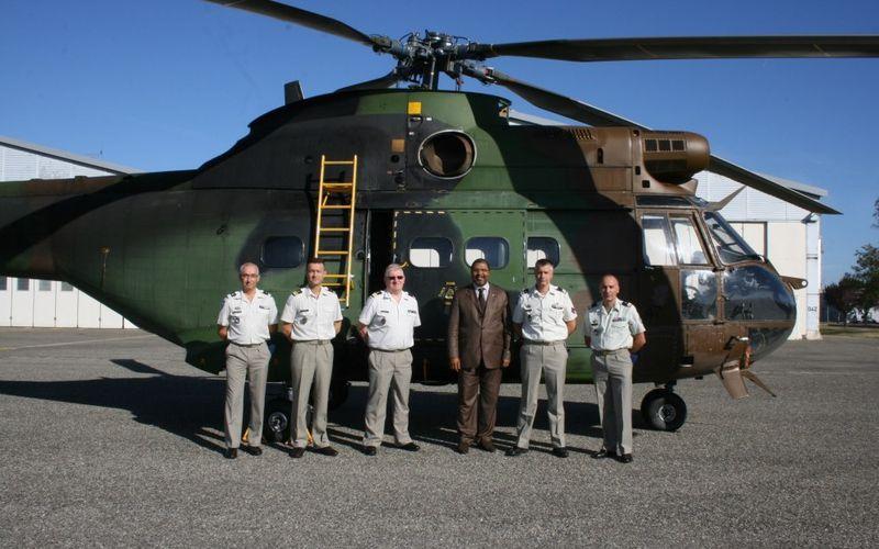La France transfère un hélicoptère Puma aux Forces Armées Guinéennes