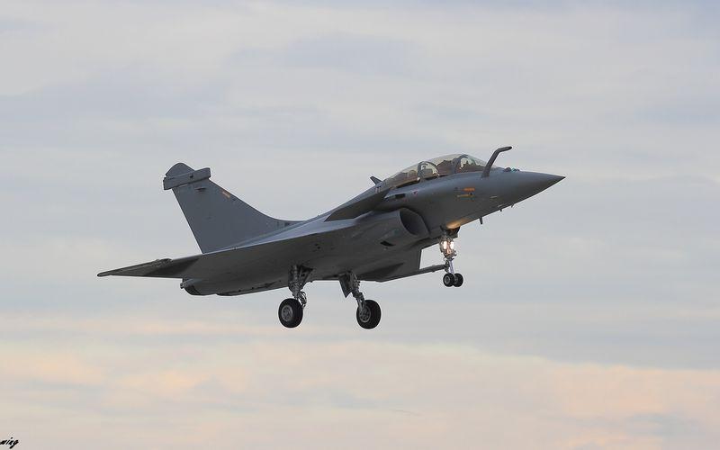PHOTO - Le Rafale égyptien DM16 se pose sur la base aérienne d'Istres