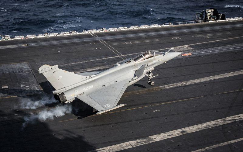 PHOTOS - Des Rafale M en exercice sur l'USS Dwight D. Eisenhower