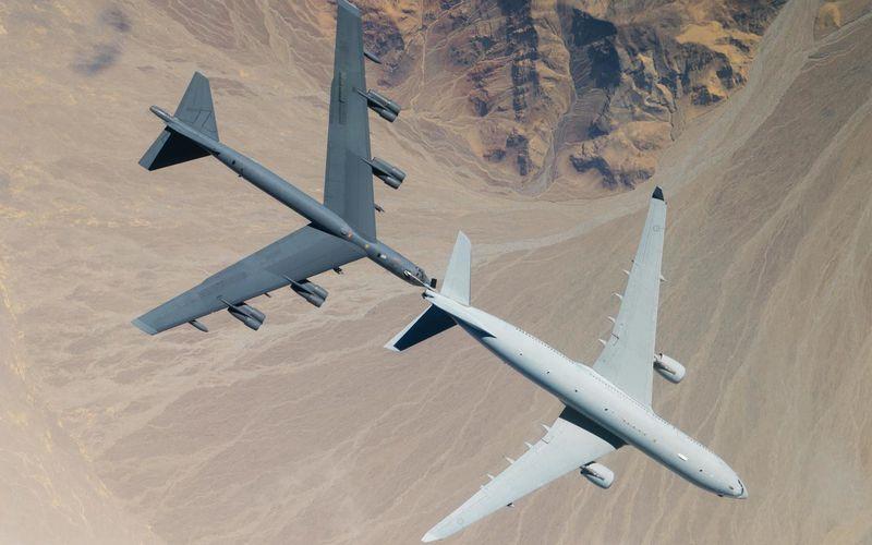 PHOTOS - Un KC-30A MRTT ravitaille en vol un B-52 Stratofortress