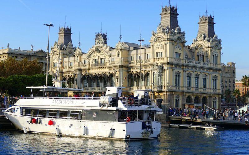 Le port de Barcelone en golondrina
