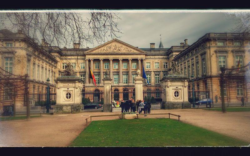 Le palais de la Nation est un édifice de style néo-classique qui abrite le Parlement fédéral belge