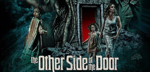 Critique : The other side of the door
