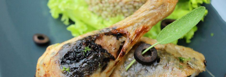 Cuisses de Poulet Rôties, Farcies sous peau- Olives Noires, Sauge et Citron
