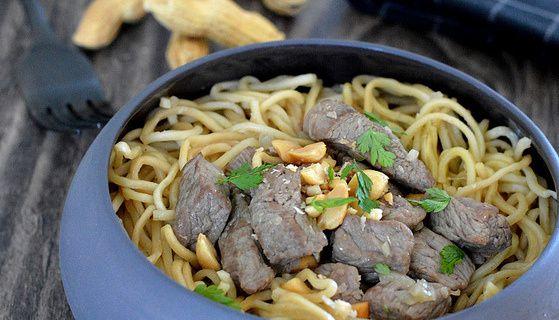 Wok de nouilles chinoises au Boeuf et aux Cacahuètes