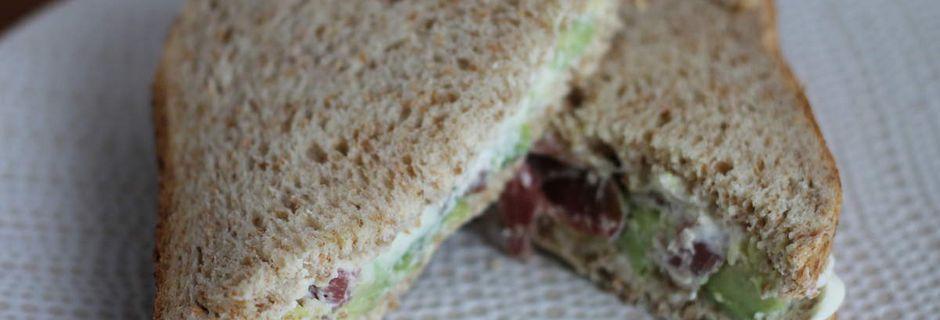 Sandwich avocat et jambon cru