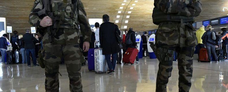 WWIII : Les terroristes reviennent en France pour demander un emploi dans l'Armée. Devant l'immigration massive et non contrôlée Gérard Collomb a réussi son ETAT D'URGENCE INFINI.
