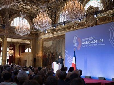 WWIII : Selon MACRON il n'y a plus de Souveraineté Populaire du Peuple Français, on en revient donc à la théorie que le Peuple Français qui n'existe plus, n'a pas besoin de la Parasitocratie, et donc n'a plus besoin d'élire des élus qui n'en sont pas, ni de Tyrans qui s'improvisent Président par des élections truquées. Le Peuple demande la Tête du Roi.