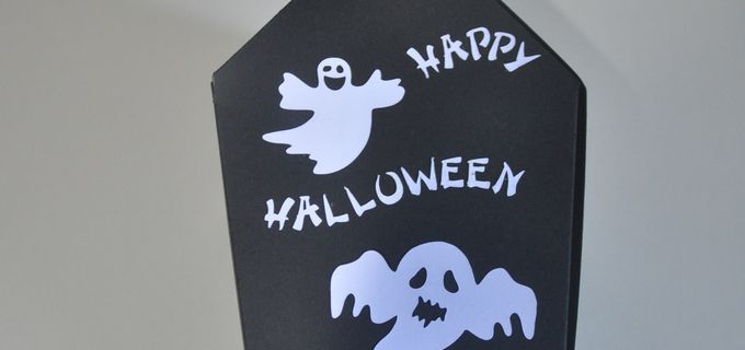 Cercueil, balai et maison  Halloween