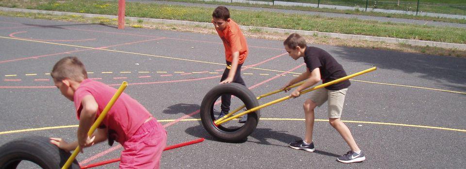 Course de pneus au collège