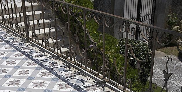 Terrasse en carreaux de ciment grandes dalles extéreur