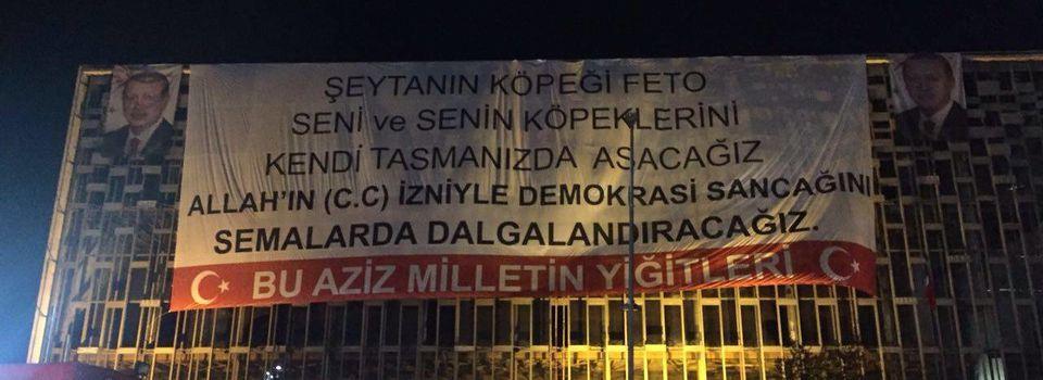 Le Centre Culturel Atatürk, un panneau d'affichage (3)