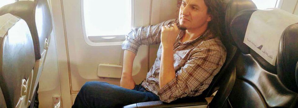 🔴 URGENT : L'écrivain Karim Akouche menacé en Algérie prend l'avion en direction de Paris. KDirect - Actualité